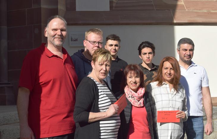Spendenübergabe nach Benefizkonzert für Schönauer Familien